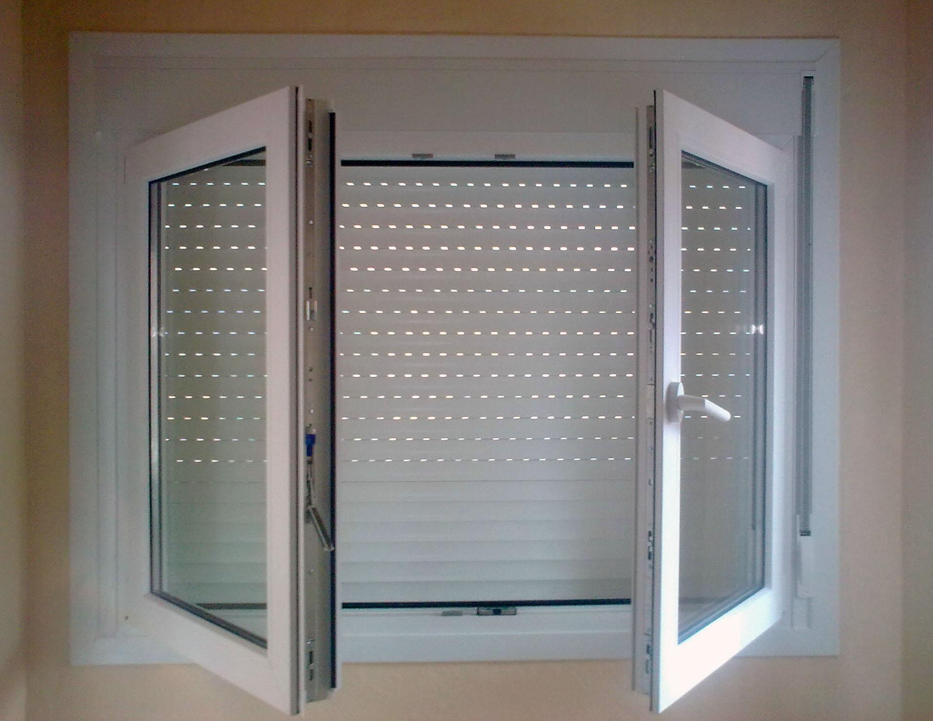 Carpinter a de aluminio pitarque vidriers s l ventanas for Ventanas con persianas incorporadas